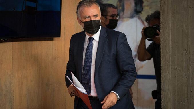 Torres летит в Брюссель защищать Канары от мигрантов