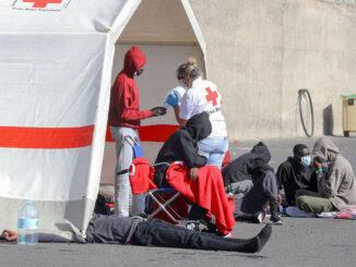 В социальных сетях призывают к бойкоту Красного Креста за помощь мигрантам