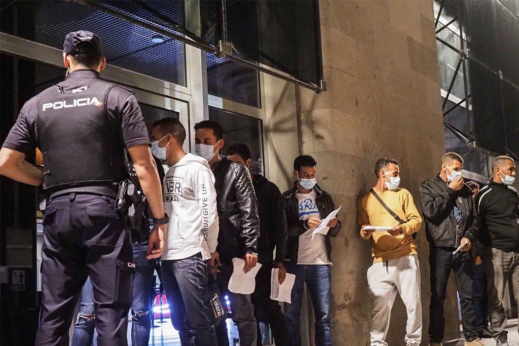 Полиция усиливает проверки в аэропортах по теме мигрантов