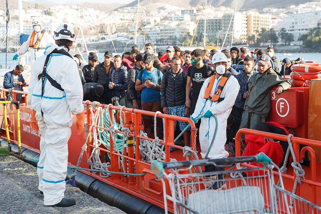Канары: Cruz Roja просит мигрантов не выходить на улицу
