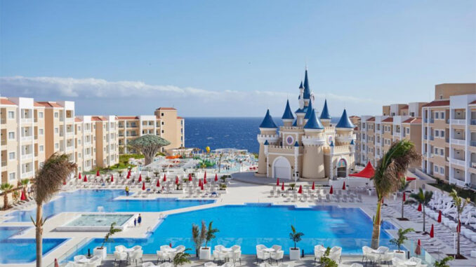 Тенерифе: падение заказов от туристов привело к закрытию отелей