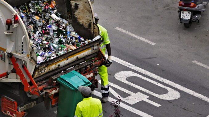 Мигрант спал в мусорном контейнере - проснулся в мусоровозе