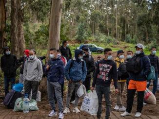 Тенерифе: батальные сцены в лагере для мигрантов