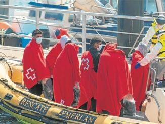 Пока испанские ВВС бравируют в Чёрном море, лодочки продолжают плыть на Канары