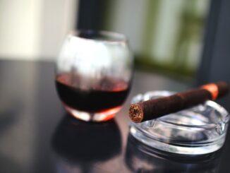 Курыть не куру, а румочку храпну! Минздрав запретит курение на террасах