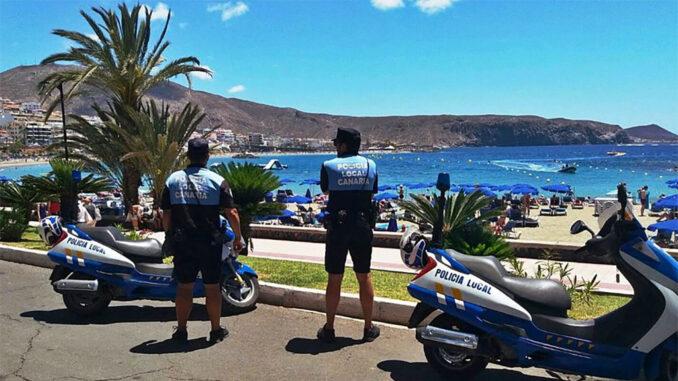 """Тенерифе: полицейские будут на пляже """"загорать"""" вместе с отдыхающими"""